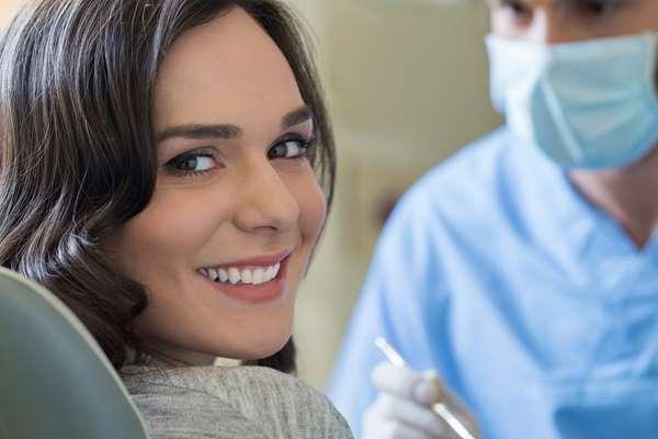 Stomatologia estetyczna. 5 skutecznych sposobów, aby poprawić wygląd uśmiechu